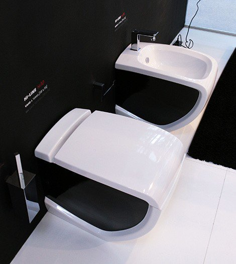 wc noir et blanc et son bidet blog d lire sur les wc. Black Bedroom Furniture Sets. Home Design Ideas